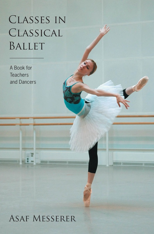 CLASSES IN CLASSICAL BALLET SOFTCOVER